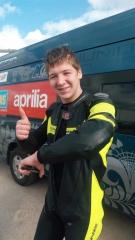 Саша Павлов уже на третьей сессии начал касаться локтём асфальта