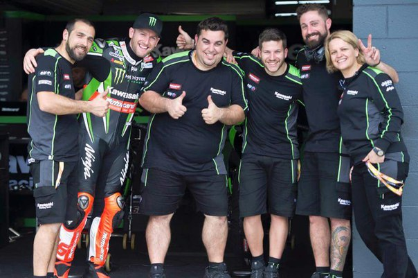 Racing_team_of_Tom_Sykes_2016.jpg