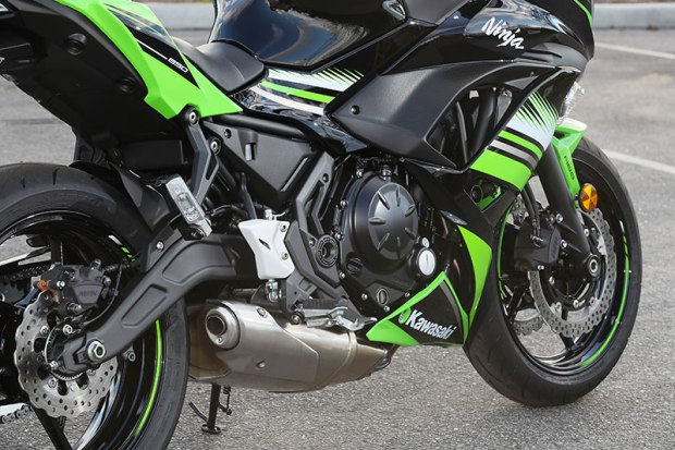 17 Kawasaki Ninja650 engine swingarm